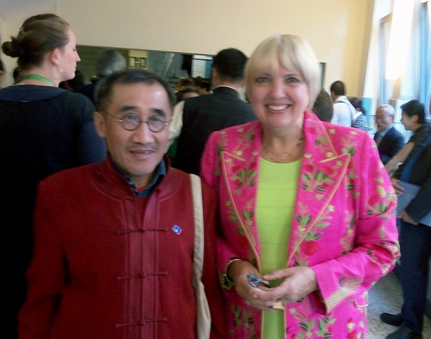 席海明与德国议会副主席,前绿党主席罗特女士合影