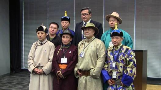 Зурагдээр:ӨмнөдМонголыниххуралдайнЯпоныпарламентынбайрандболсонхурлынүеэрхуралдайнхэсэгтөлөөлөгчид。